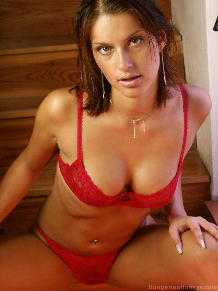 CLICK HERE TO SEE ALL THE PHOTOS AND MOVIES OF THIS HOT HONEY